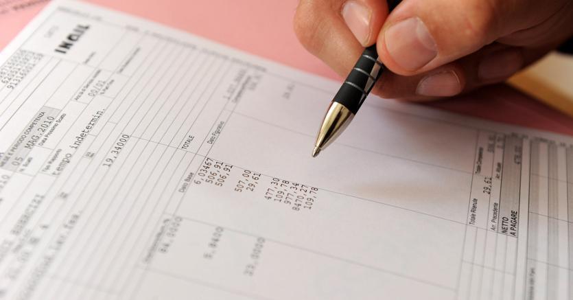 La firma sulla busta paga : presa visione o per quietanza
